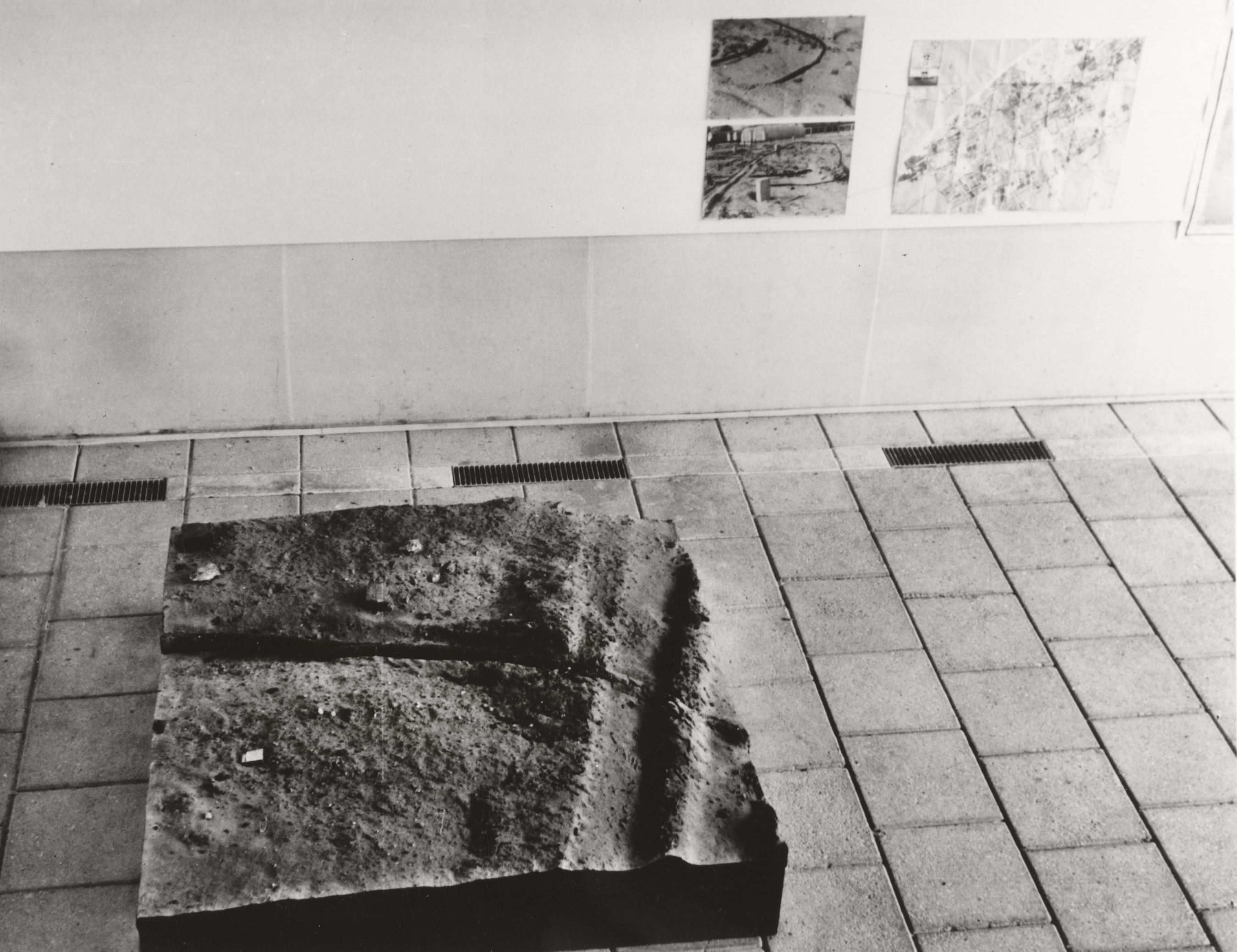 installation view, Gemeentemuseum, The Hague, 1970 (showing The Hague Study, 1970, World Series 1968–)
