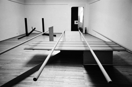 1967, in the foreground, and <i>Deep Body Blue</i>, 1967, in the background, installed in the <i>Recent Sculpture</i> exhibition at Kasmin Gallery, London, 1967