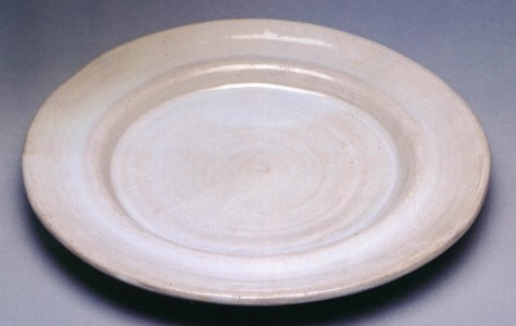 about 1914–16, earthenware with white tin glaze, 30.48 cm diameter, private collection.