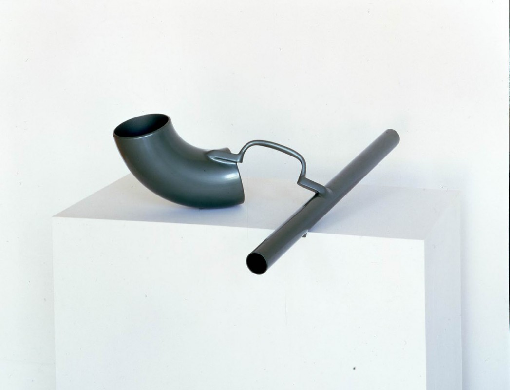 1967, steel, sprayed jewelescent green, 25.4 x 80 x 68.6 cm. Caro Family Collection