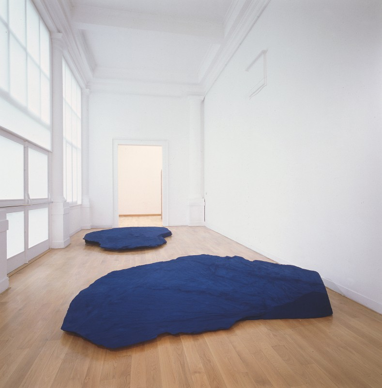 1990, showing Anish Kapoor, <i>A Wing at the Heart of Things</i>, 1990, slate and pigment, two parts: 28 x 353 x 270 cm; 25 x 295 x 320 cm